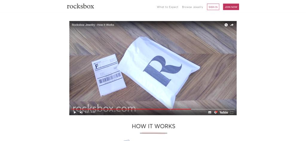 アイテムはチャック付きの梱包袋の中に入れられてきます